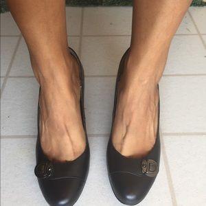 NWT SOFFT black heels